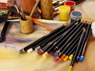 Собирать пазл Стол художника онлайн