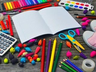 Собирать пазл Стол рисовальщика онлайн