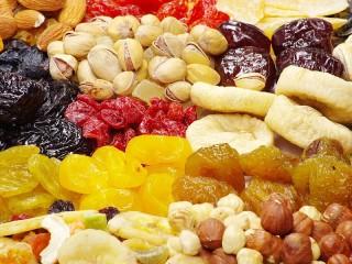 Собирать пазл Сухофрукты и орехи онлайн