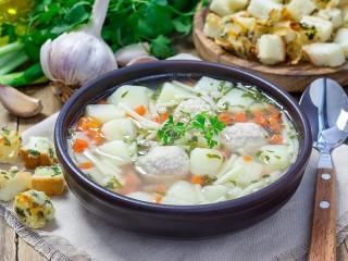 Собирать пазл Суп с фрикадельками онлайн