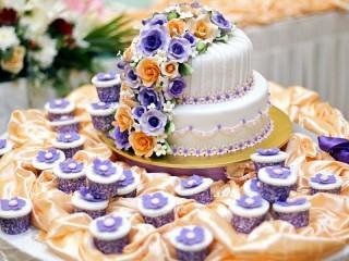 Собирать пазл Свадебный торт онлайн