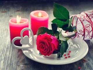 Собирать пазл Свечи и роза онлайн