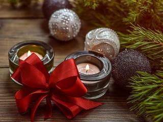 Собирать пазл Свечи и шарики онлайн