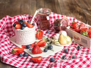 Собирать пазл Свежесть ягод онлайн