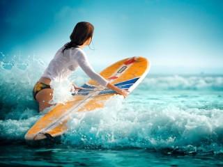 Собирать пазл Сёрфингистка онлайн