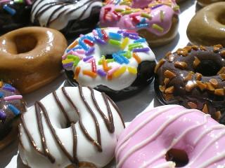 Собирать пазл Такие разные пончики онлайн
