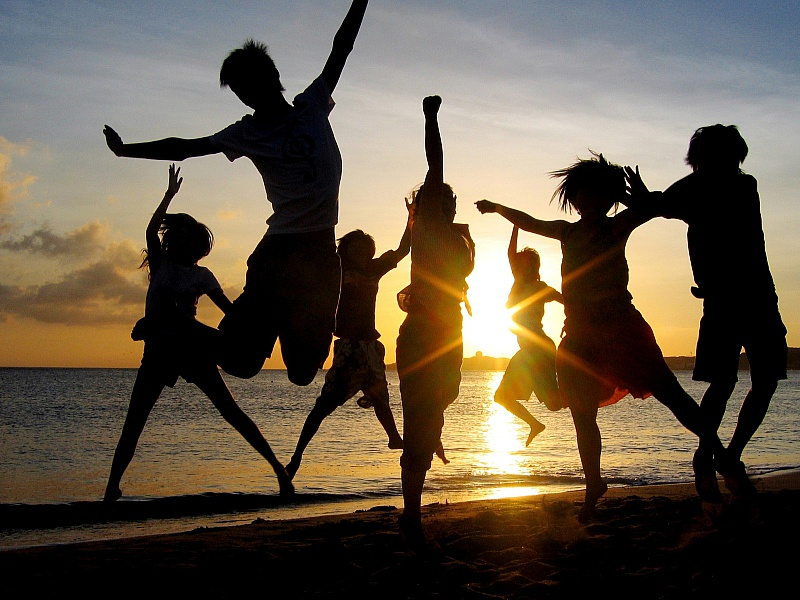 Пазл Собирать пазлы онлайн - Танцы на берегу