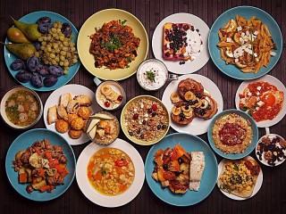 Собирать пазл Тарелки еды онлайн