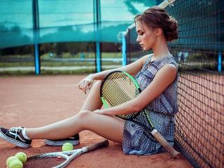 Собирать пазл Теннисистка онлайн