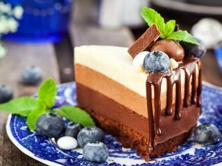 Собирать пазл Торт Три шоколада онлайн