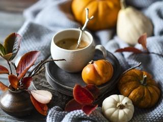Собирать пазл Тыквы и кофе онлайн