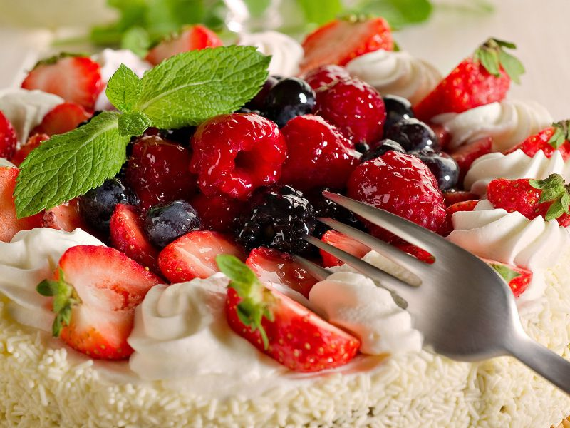 Пазл Собирать пазлы онлайн - Торт с ягодами