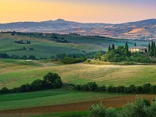 Собирать пазл Тосканские поля онлайн