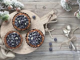 Собирать пазл Три пирожных онлайн