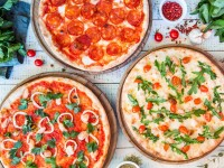 Собирать пазл Три пиццы онлайн