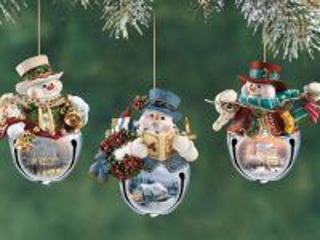 Собирать пазл Три снеговика онлайн