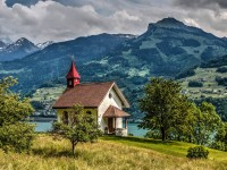 Собирать пазл Церквушка в горах онлайн