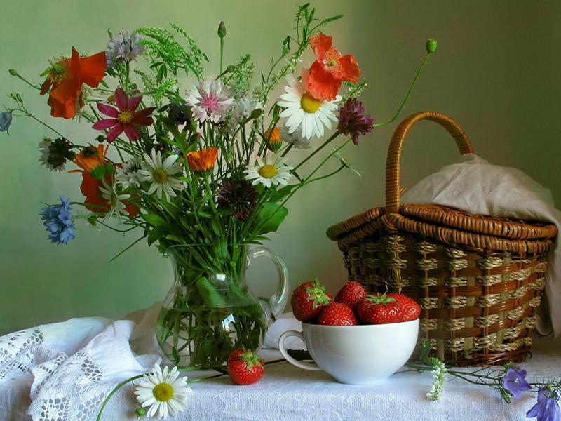 Пазл Собирать пазлы онлайн - Цветы и клубника