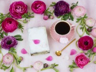 Собирать пазл Цветы и кофе онлайн