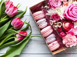 Собирать пазл Цветы и пирожные онлайн