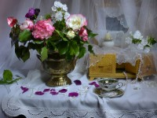 Собирать пазл Цветы и шкатулка онлайн