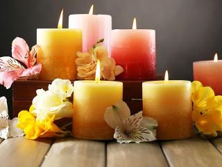 Собирать пазл Цветы и свечи онлайн