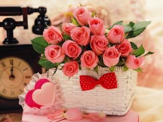 Собирать пазл Розы к празднику онлайн