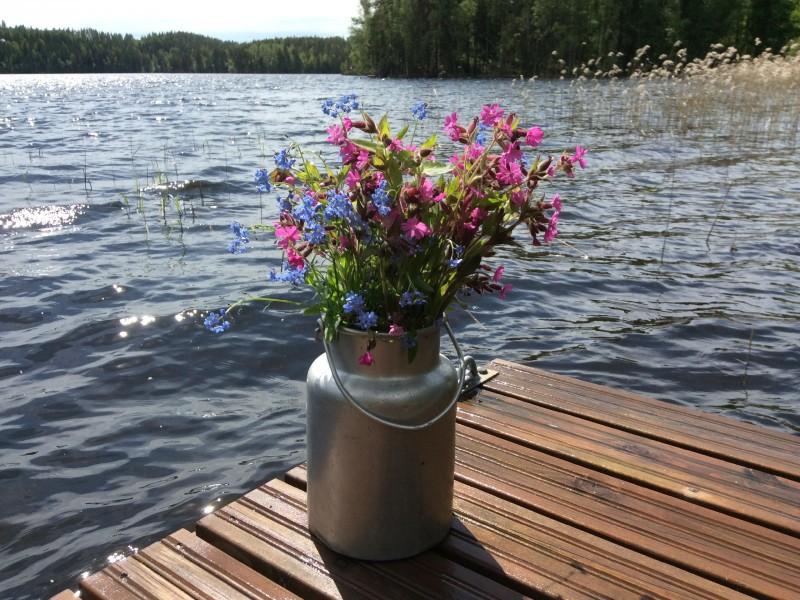 Пазл Собирать пазлы онлайн - Цветы в бидоне