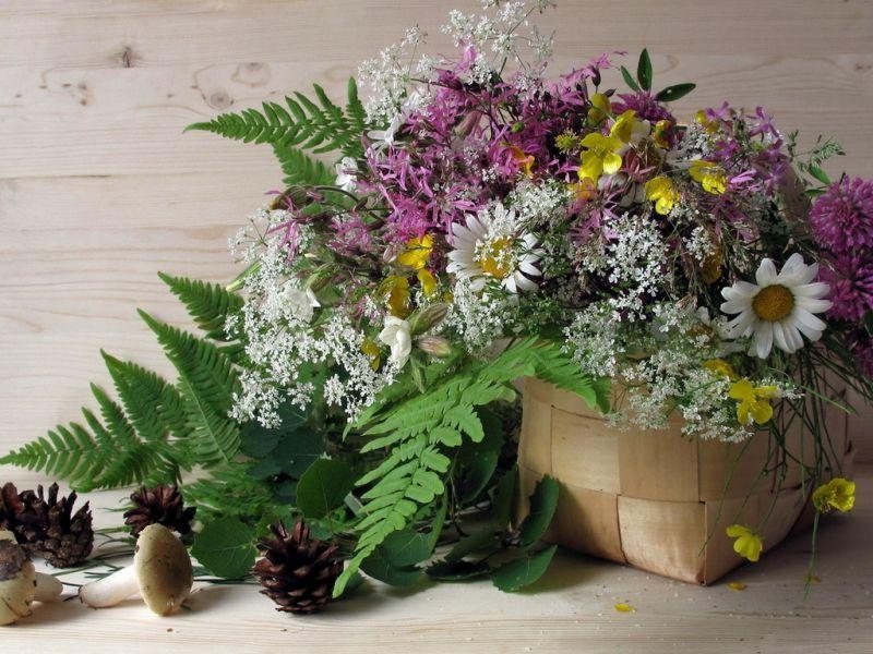 Пазл Собирать пазлы онлайн - Цветы в лукошке