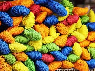 Собирать пазл Цветная пряжа онлайн