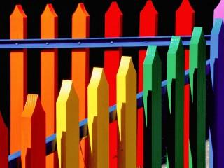 Собирать пазл Цветной забор онлайн