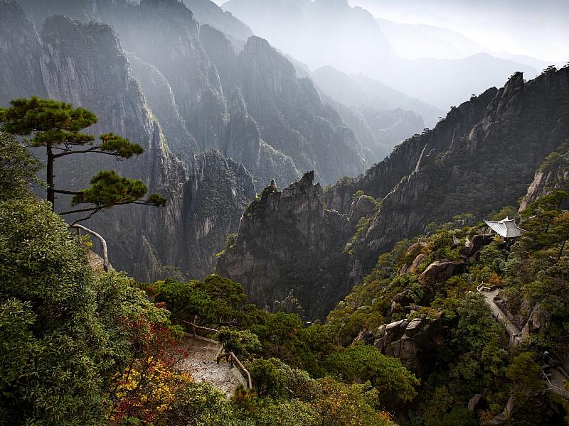 Пазл Собирать пазлы онлайн - Туман над Хуаньшань