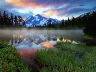 Собирать пазл Туман над озером онлайн