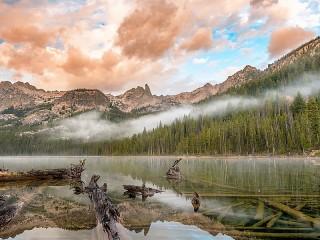 Собирать пазл Туман за озером онлайн