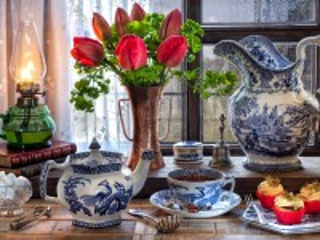 Собирать пазл Тюльпаны и гжель онлайн