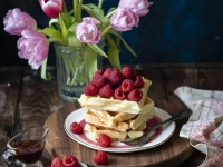 Собирать пазл Тюльпаны и выпечка онлайн