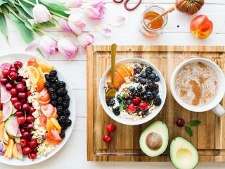 Собирать пазл Тюльпаны к завтраку онлайн