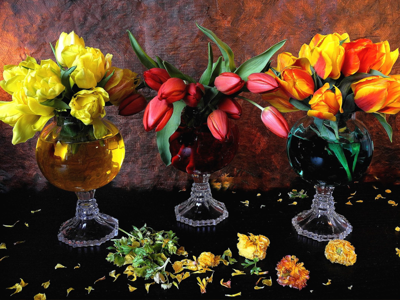 Пазл Собирать пазлы онлайн - Тюльпаны в бокалах