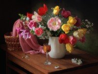 Собирать пазл Тюльпаны в вазе онлайн