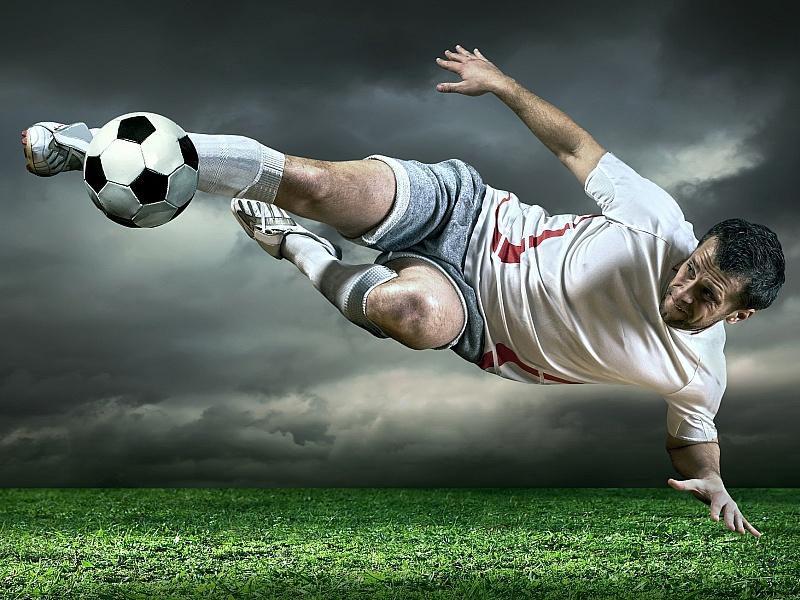 раза год картинки футболист бьющий по мячу что