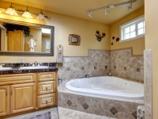 Собирать пазл Угловая ванна онлайн