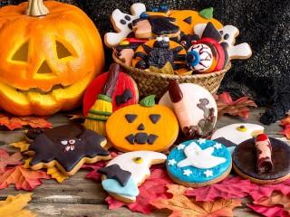 Собирать пазл Угощения хэллоуина онлайн