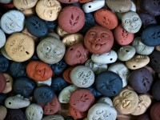 Собирать пазл Улыбающиеся камушки онлайн