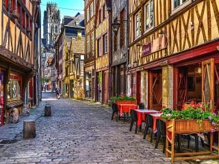 Собирать пазл Улица в Руане онлайн