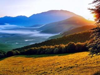 Собирать пазл Утро в долине онлайн