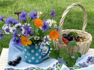 Собирать пазл Утром в саду онлайн