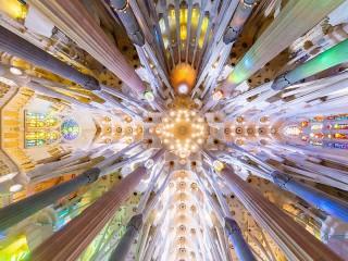 Собирать пазл В Храме Святого Семейства онлайн
