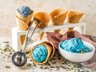 Собирать пазл Васильковый десерт онлайн