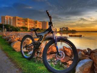 Собирать пазл Велосипед у воды онлайн