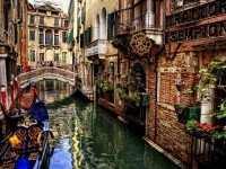 Собирать пазл Венецианская улочка онлайн